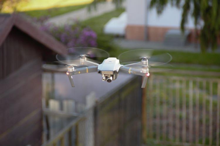 dron-prvni